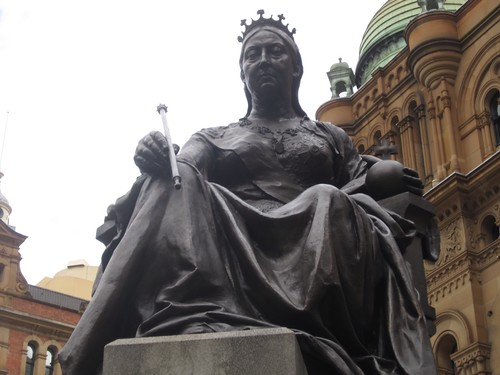 Queen Vicki looking imposing - 2012 9:39 AM
