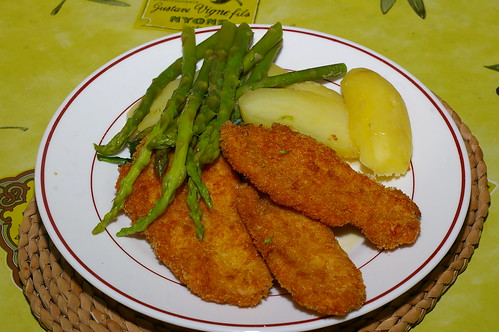 Turkey escalopes with asparagus, spinach and potatoes by La belle dame sans souci