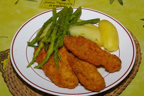 Turkey escalopes with asparagus, spinach and potatoes by La belle dame sans souci