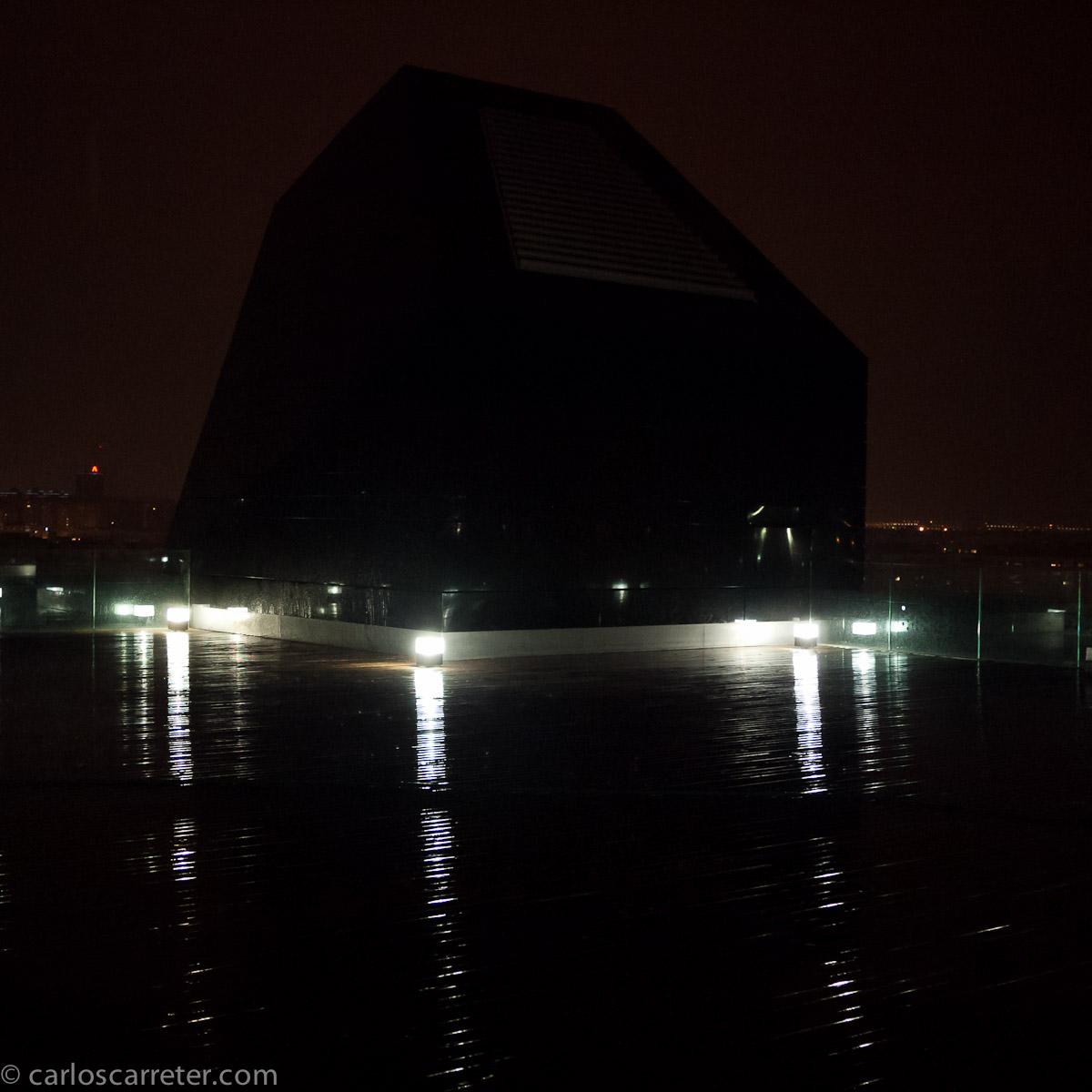 Terraza del IAACC bajo la lluvia