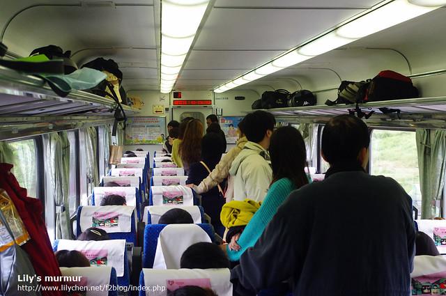 搭莒光號往嘉義市前進,過年期間很多人哪!
