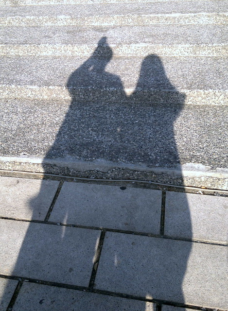 尼正在拍照。這是我們兩人緊緊靠在一起的影子,我們要這樣一直靠在一起,永不分離。