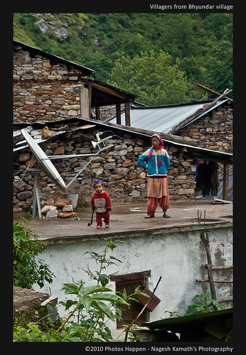 Villagers from Bhyundar village