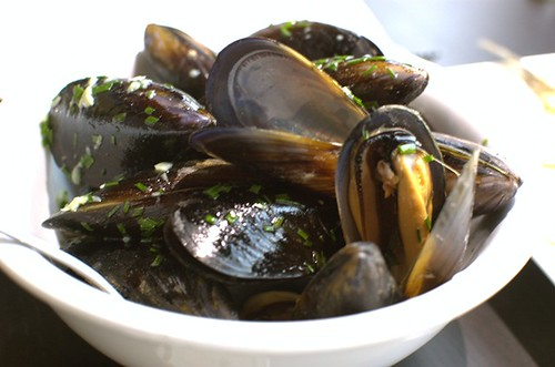 Blue mussels with garlic butter