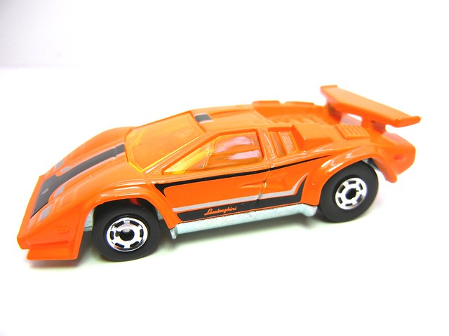 HOT WHEELS HOT ONES LAMBORGHINI COUNTACH (2)