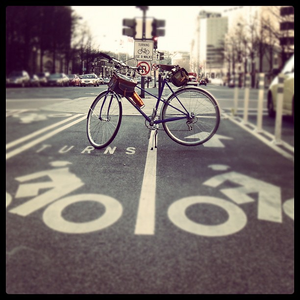Mad dash @velo_orange mixte glamour shot in the PA #bikedc lane this pm.