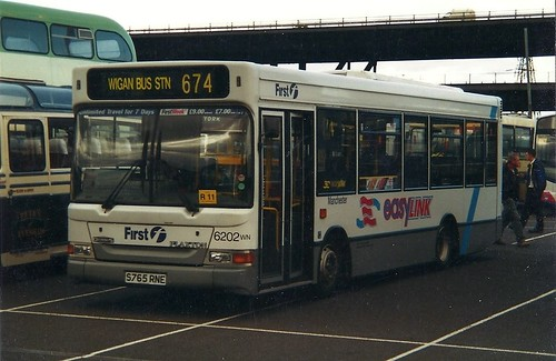 Dennis Dart, First Manchester Easylink livery, Meadowhall Shopping Centre car park, Sheffield