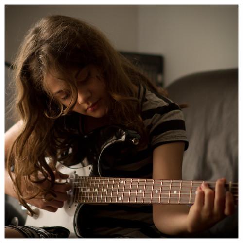 Guitar by Luiz L.