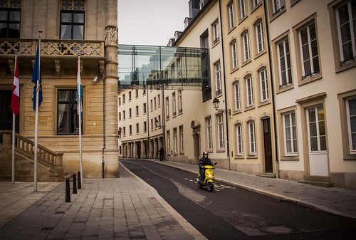 Urban Mythologies : Hermes' Special Deliveries (Luxembourg ville) - Photo : Gilderic