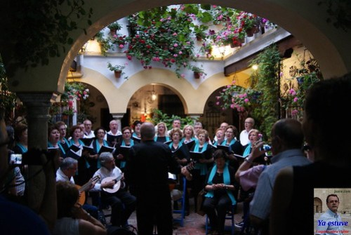 Coro en Patios de Córdoba