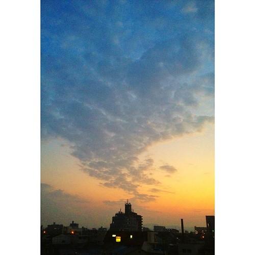 印象的な雲じゃない? 今日も一日、(`・ω・´)ゞ 乙であります! #iphonography #instagram #iphone4s