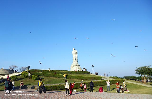 林默娘紀念公園,當天天氣很好,有很多人在這裡放風箏。