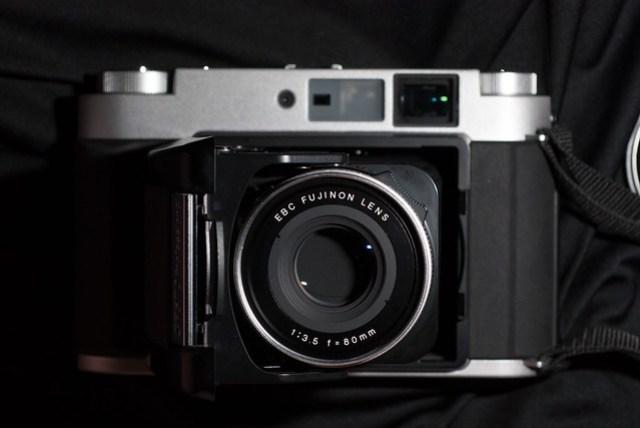 開機的模樣,搭配 Fujinon EBC 80mm f/3.5 的標準焦段