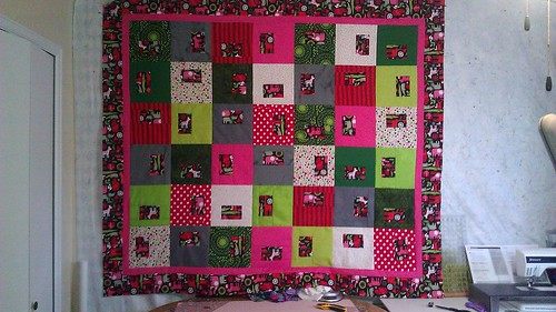March seemed like a good time to finish the xmas quilt...