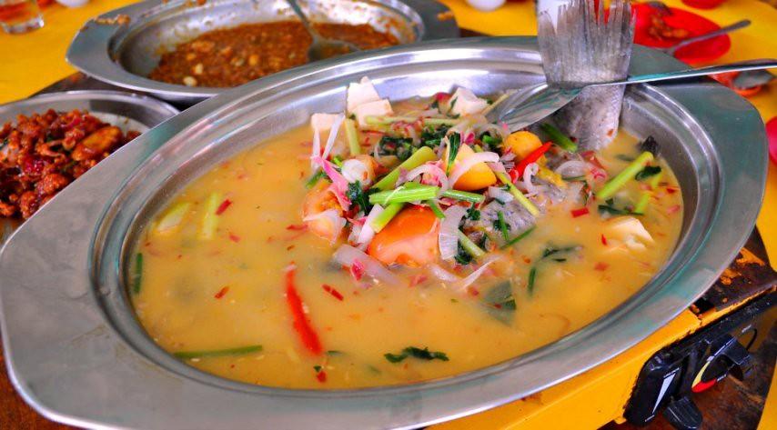 13.steam fish in salted vege @ restaurant kuala selangor latitude = 3.34896, longitude = 101.25107