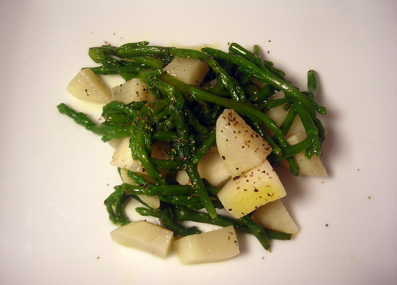 Samphire and black radish, with extra-virgin olive oil