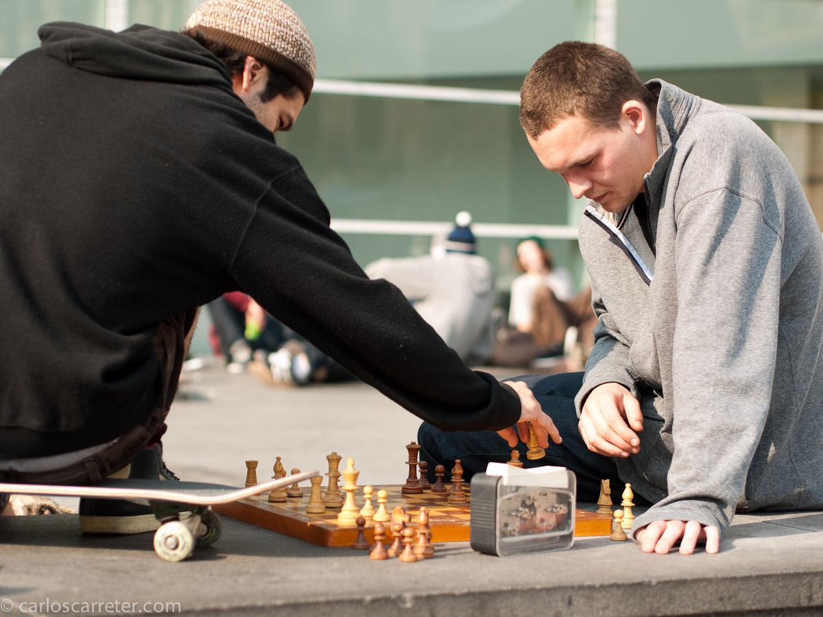 Monopatín y ajedrez en el Macba