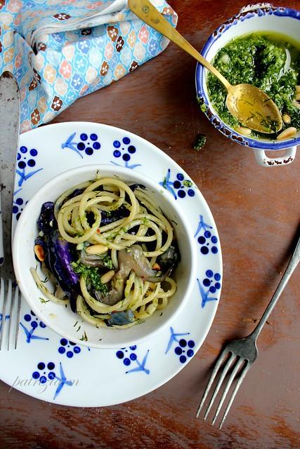 Spaghetti,verza,pleurotus con pesto all'aneto
