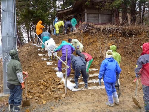 牡鹿半島でボランティア(ボランティアチーム援人) Volunteer at Miyagi pref. Deeply Affected by the Tsunami of Tohoku Earthquake