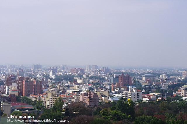 這是從射日塔的空中花園看到的嘉義市景觀。