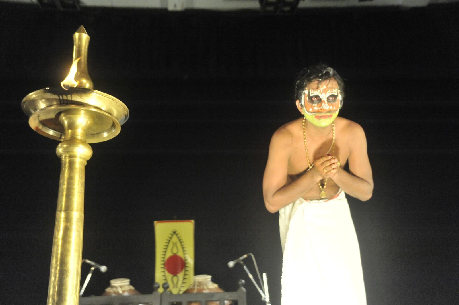 The Intense Bali, hit by Rama's arrow;  Margi Madhu : Koodiyattam - Bali Vadham