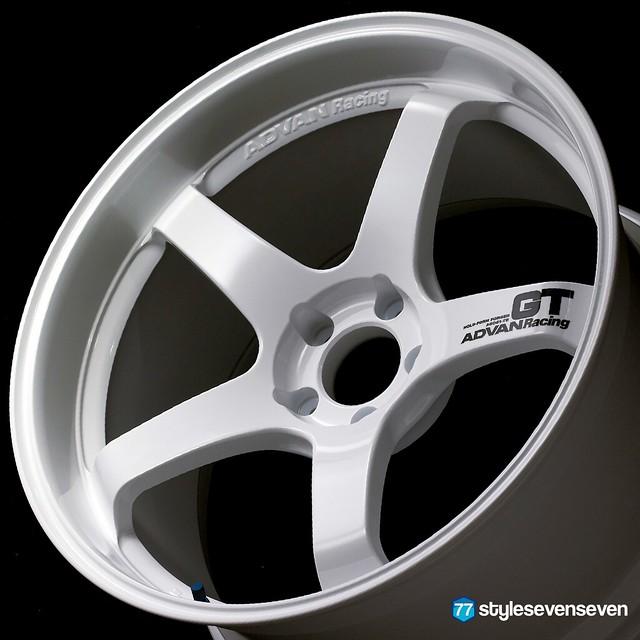 Advan Racing GT Racing White