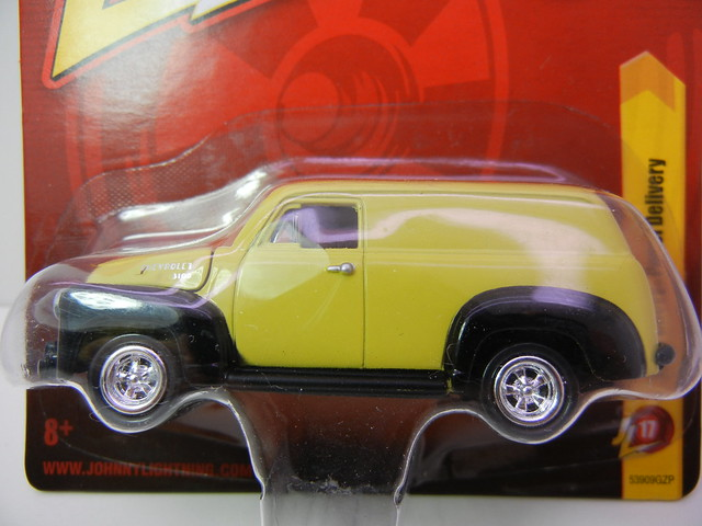 JOHNNY LIGHTNING 1950 CHEVY PANEL DELIVERY YELLOW (2)