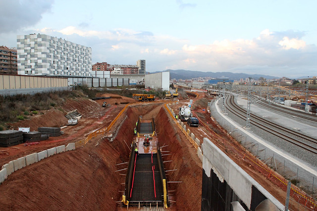 Obras de accesos en lado montaña