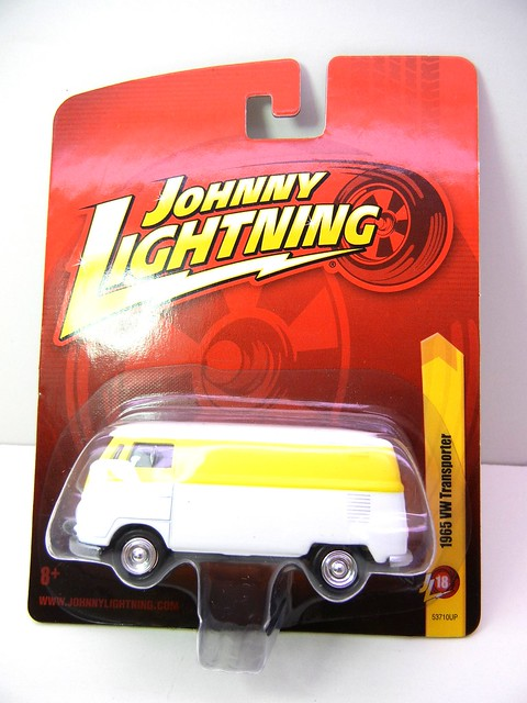 JOHNNY LIGHTNING 1965 VW TRANSPORTER WHT&YELLOW  (1)