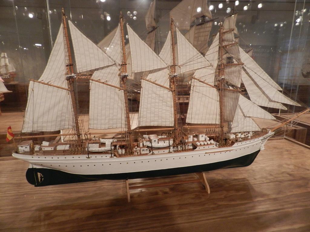 Juan Sebastián Elcano maqueta de barco 01