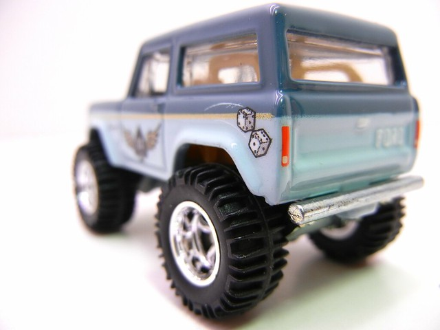 hot wheels nostalgia pin ups '67 ford bronco (5)