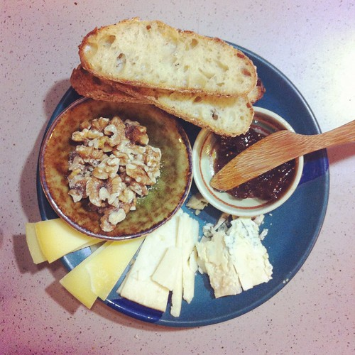 cheese plate with semolina fennel bread.
