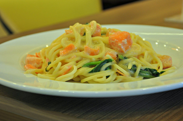 Japanese spaghetti with salmon and spinach in creamy white sauce