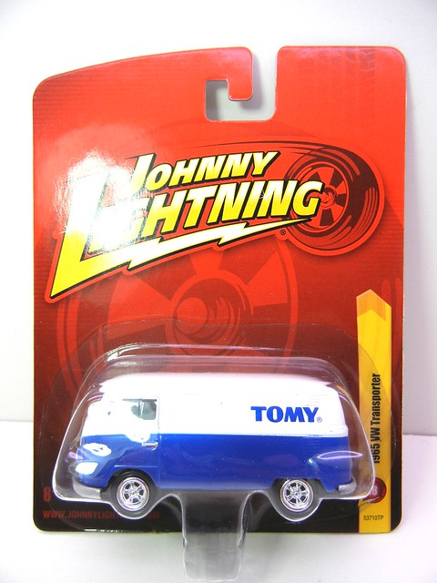 JOHNNY LIGHTNING 1965 VW TRANSPORTER WHT&BLUE (1)