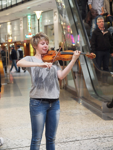 160/366 - The violin player by Flubie