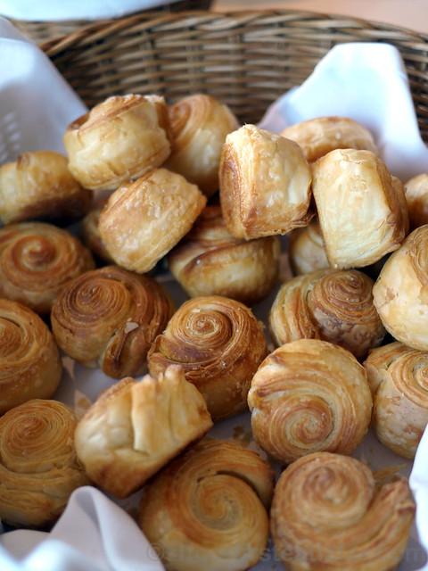 knot bread
