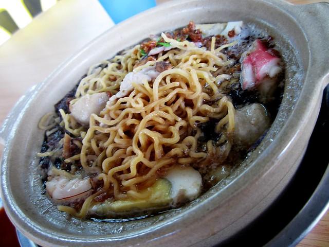 LouChow claypot noodles