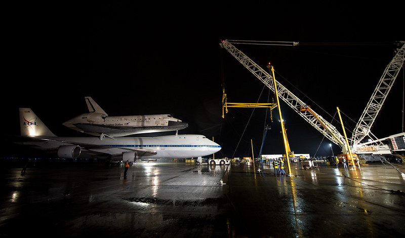 Space Shuttle Discovery Ready For Demate (201204180004HQ)