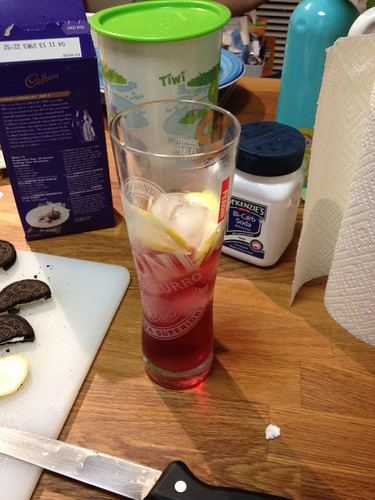 Cider with lemon and ice