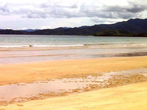 Lowtide-at-Nagtabon-Beach-lovely-sun-and-sand