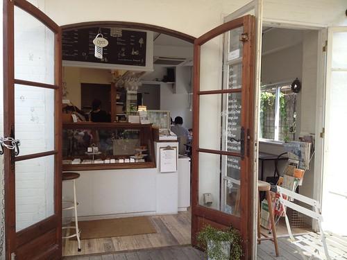 入り口にはスコーンなどの焼き菓子を販売しています。@mirayne (ミレイネ)