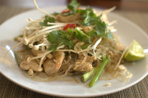 Low-carb Pad Thai with kelp noodles