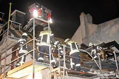 Nachlöscharbeiten Dachstuhlbrand Kostheim 18.05.12
