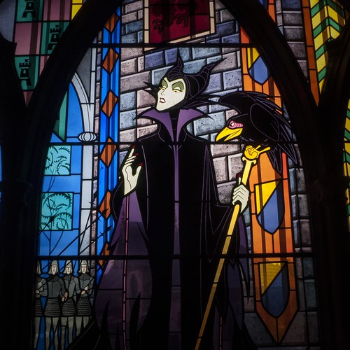 Dark Disney : The Maleficent Stained Glass (Disneyland Paris) - Photo : Gilderic