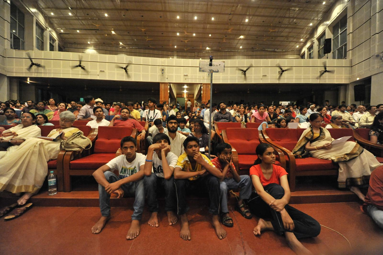 Packed auditorium except for a few seats waiting for a few VIPs! I loved this wideangle