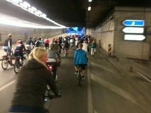 Op de fiets door de tunnel