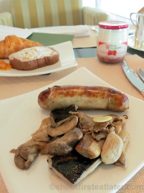 sausage & sauteed mushrooms