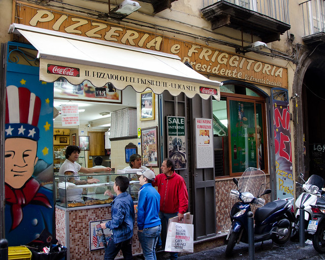 presidente pizzeria pizza naples italy neapolitan