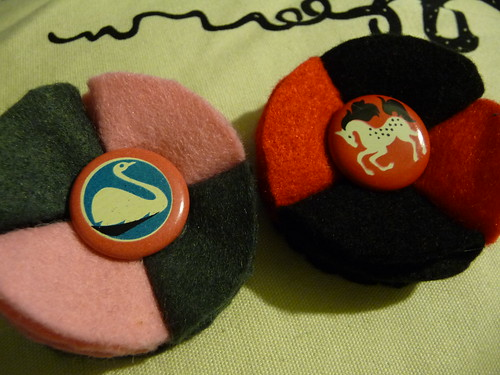 Making button badge brooches