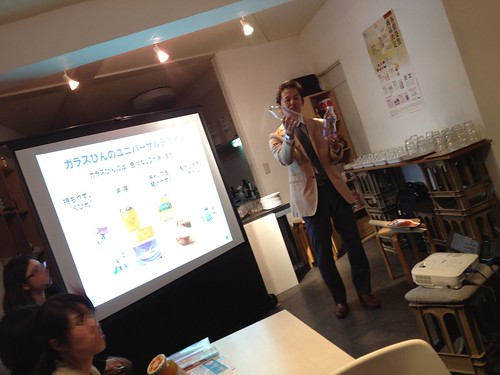 ガラス瓶についてお勉強をしています。@日本酒の新しい楽しみ方を学ぶ!ワークショップ